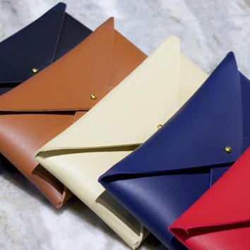 ACCESSORIZE: Vegan Leather Envelope Clutch